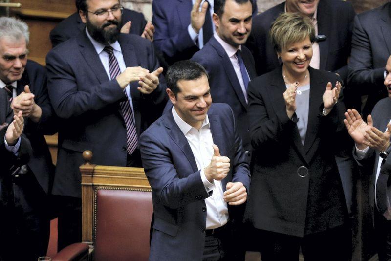 Graikijos premjeras Alexis Tsipras laimėjo parlamente surengtą balsavimą dėl pasitikėjimo jo kabinetu. Alkis Konstantinidis (Reuters/scanpix) nuotr.