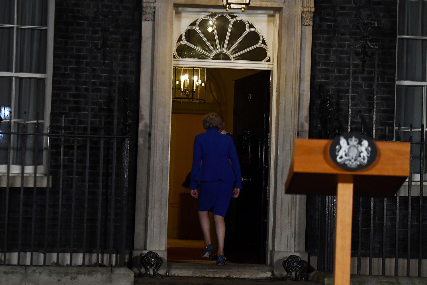 """Th. May ir toliau bando gelbėti savoįstrigusį""""Brexit"""" planą"""