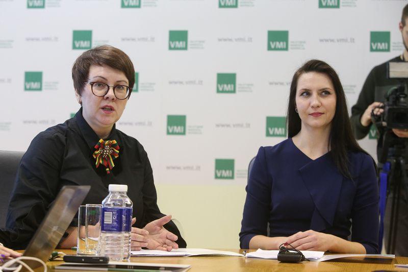 Iš kairė Edita Janušienė, VMI vadovė, Rasa Virvilienė, VMI Teisės departamento direktorė. Vladimiro Ivanovo (VŽ) nuotr.