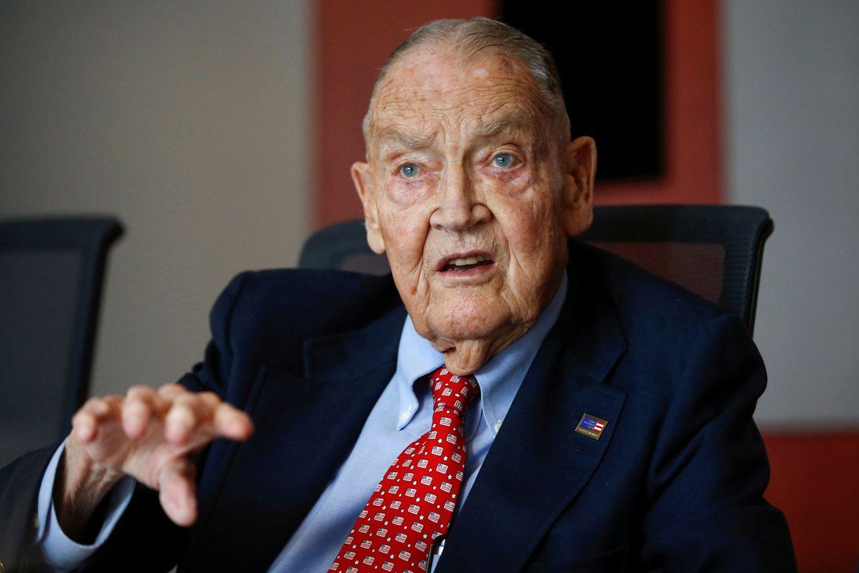"""Mirė """"Vanguard"""" įkūrėjas ir indeksinio investavimo tėvas J. Bogle"""