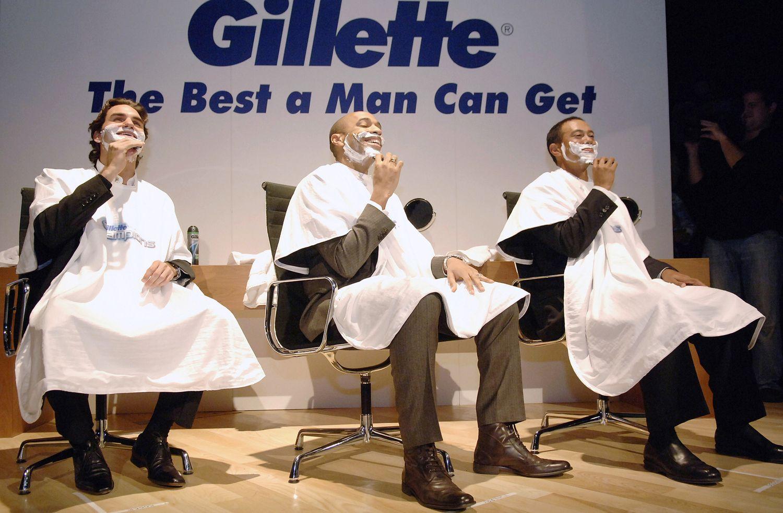 """Ekspertai: """"Gillette"""" reklama – vaikščiojimas skustuvo ašmenimis"""
