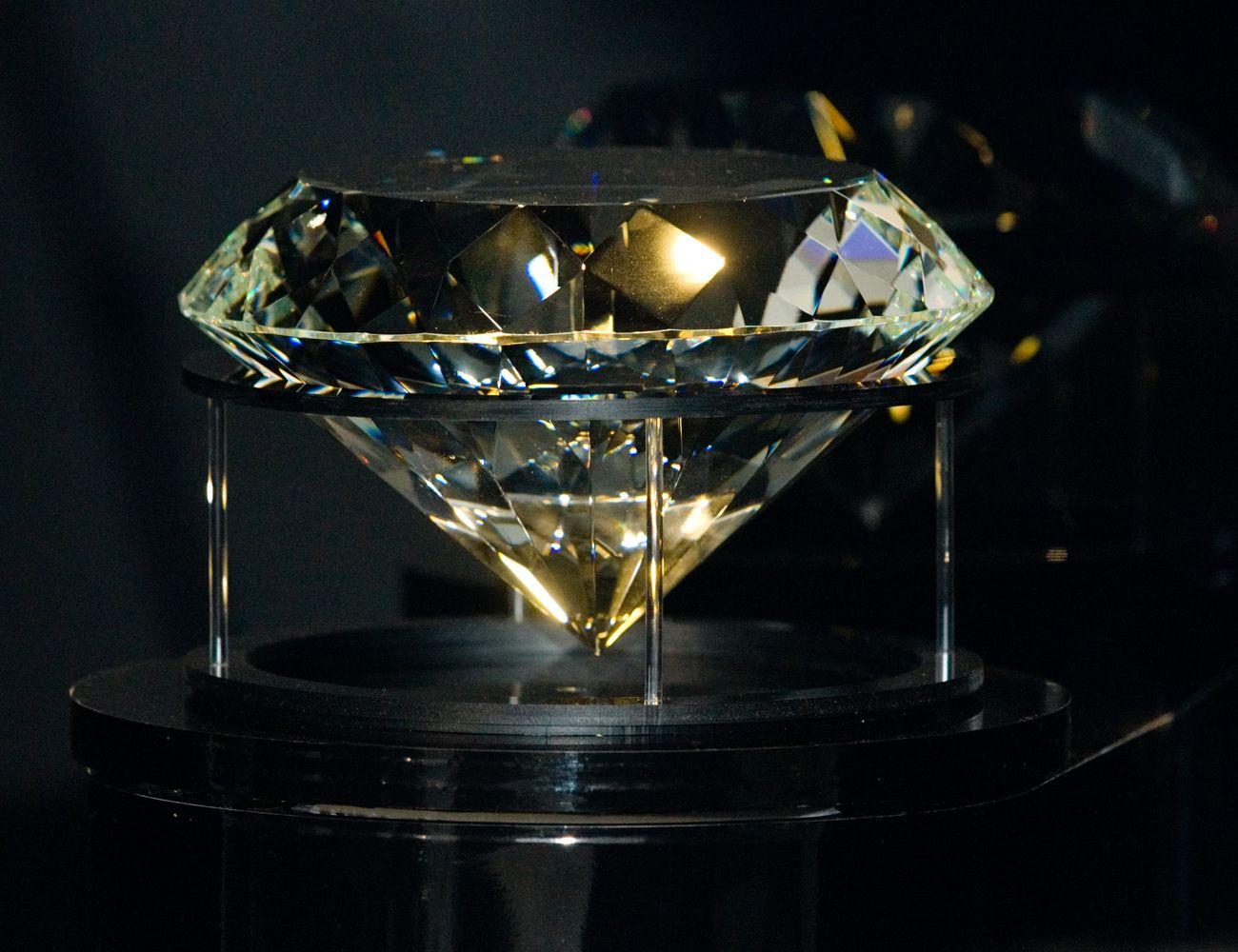 """Rusų deimantų magnatė """"Alrosa"""" kelia koją į Zimbabvę"""