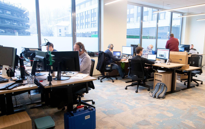 """""""Blue Bridge"""" grįžo į renovuotą biurą """"Verslo trikampyje"""""""