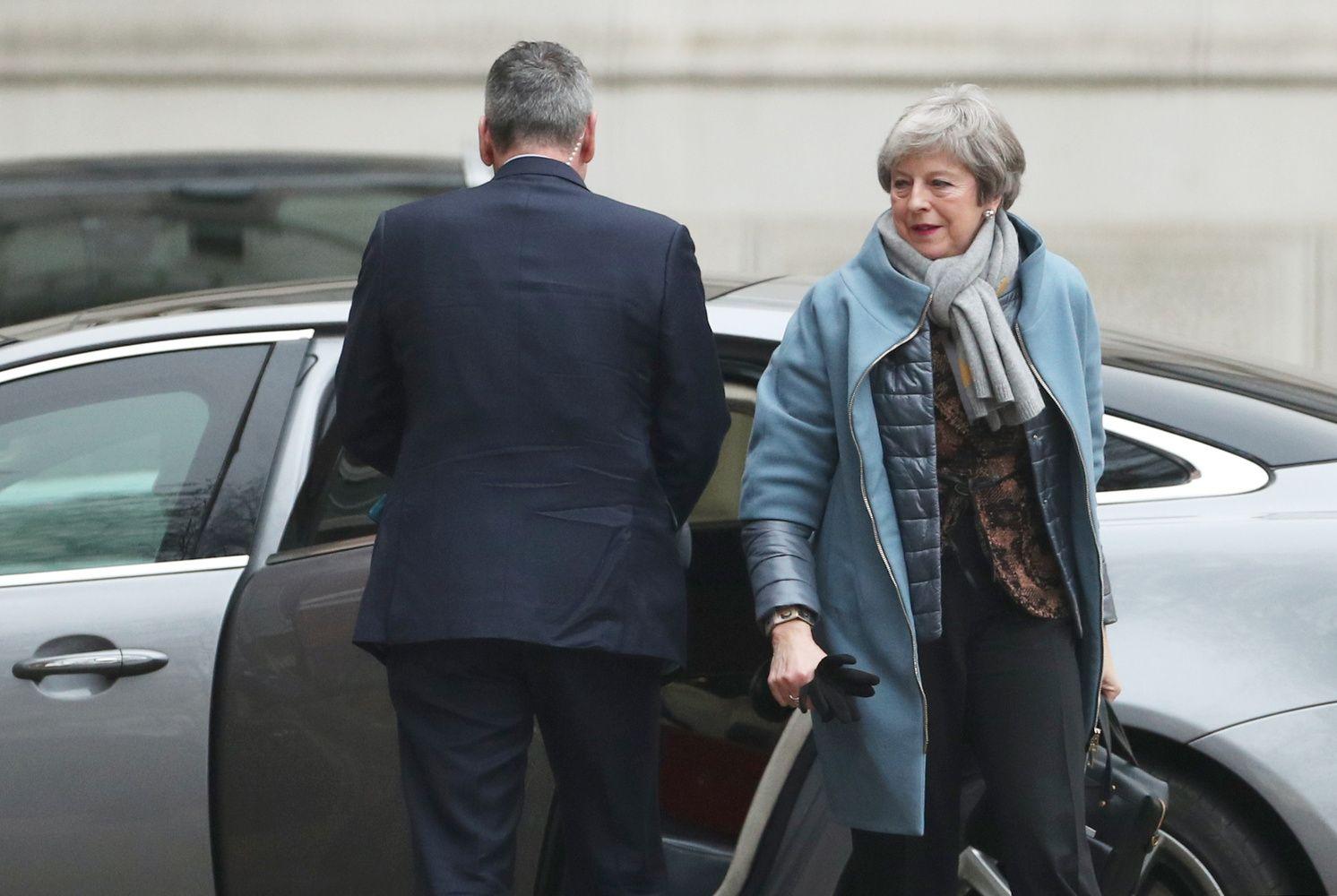 """Th. May grįžta į JK parlamentą su """"Brexit"""" susitarimo """"planu B"""""""
