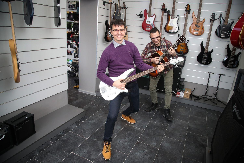 Į muzikos prekių parduotuvę Marijampolėje, kurią norėjo uždaryti, apsipirkti važiuoja vilniečiai