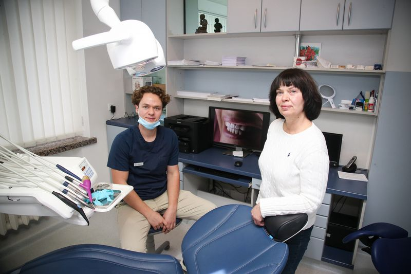 Astos ir jos sūnaus Algirdo Balčiūnų klinika turi tiek klientų, kad šiemet atidaro du naujus kabinetus.  Vladimiro Ivanovo (VŽ) nuotr.