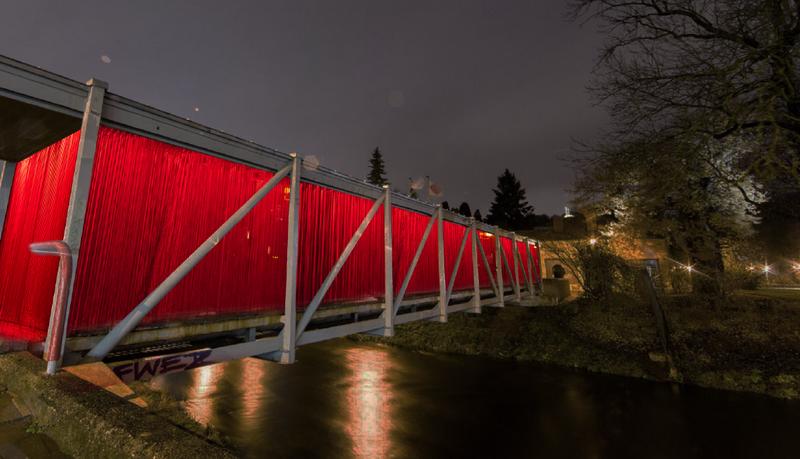 """""""Fluxus tiltas"""" per Vilnią. Jo autorės - Jurga Marcinauskaitė ir Kotryna Čalkaitė. Vilniaus miesto savivaldybės nuotr."""