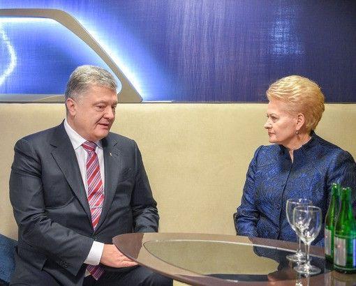 Susitikusi su P. Porošenka prezidentė perspėja, kad Vakarų dėmesys Ukrainai silpnėja