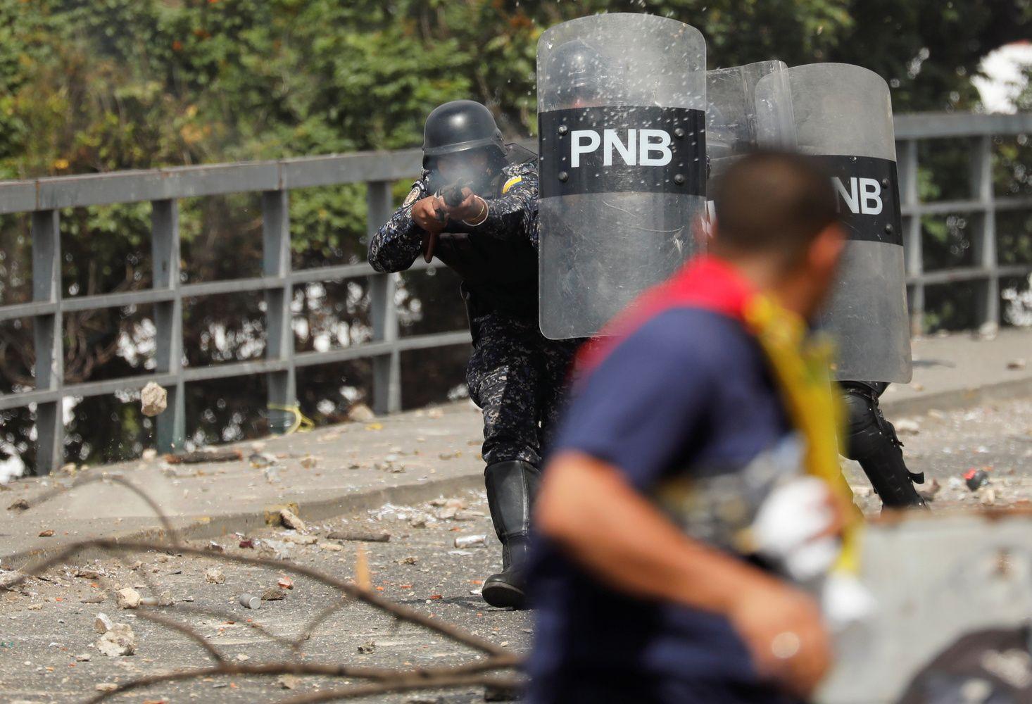 Venesueloje gilėja politinė krizė, nutraukti diplomatiniai ryšiai su JAV