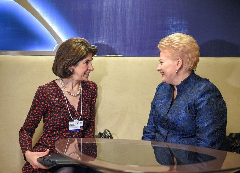 Prezidentė Dalia Grybauskaitė Davose susitiko su CERN generaline direktore Fabiola Gianotti. Roberto Dačkaus (Prezidento kanceliarija) nuotr.