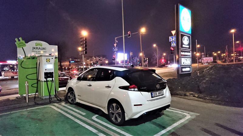 """""""Nissan Leaf"""" tapo populiariausiu 2018 m. elektromobiliu Europoje, tačiau šiemet jis sulauks labai stiprių konkurentų. LINO BUTKAUS (VŽ) nuotr."""