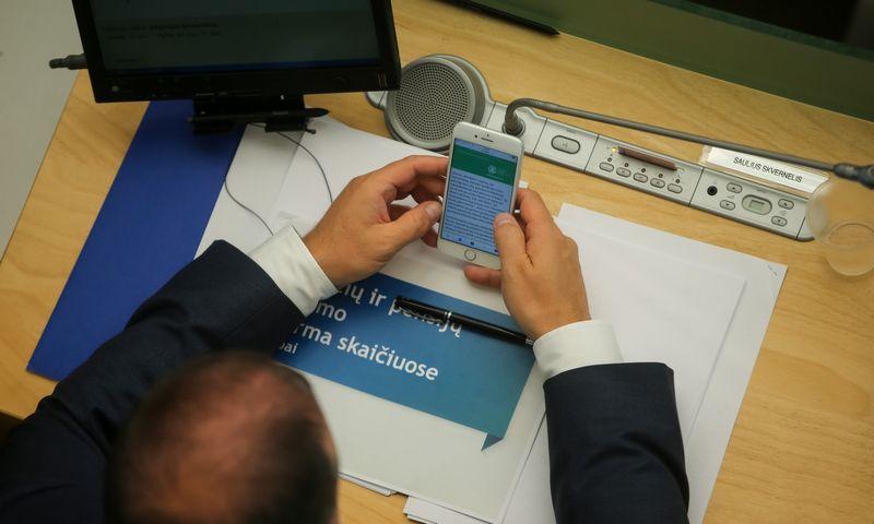 """Kai kurie Lietuvos politikai taip pat naudojasi """"iPhone"""" įrenginiais. Vladimiro Ivanovo (VŽ) nuotr."""