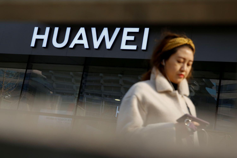 """JAV kaltinimai """"Huawei"""" sugrąžino įtampas į rinkas"""