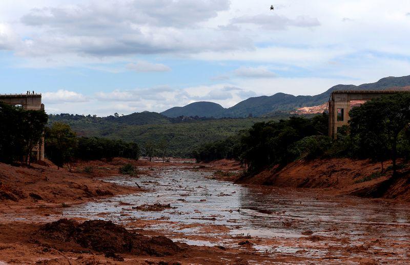 """Sugriuvusi """"Vale"""" kasyklos atliekų užtvankas pietryčių Brazilijoje. Adriano Machado .(""""Reuters"""" / """"Scanpix"""") nuotr."""