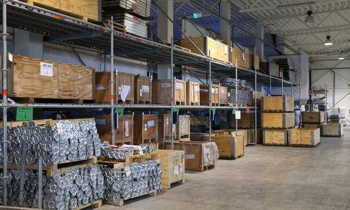 Pramonės sandėliuose išaugo produkcijos atsargos