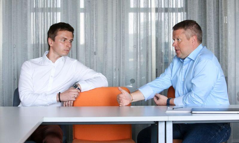 """Žymantas Baušys, """"ACC Distribution"""" direktorius (kairėje) ir Regimantas Buožius, """"ACC Distribution"""" valdybos pirmininkas. Vladimiro Ivanovo (VŽ) nuotr."""