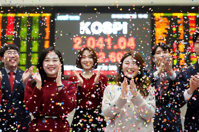 """Kim Hong-Ji (""""Reuters"""" / """"Scanpix"""") nuotr."""