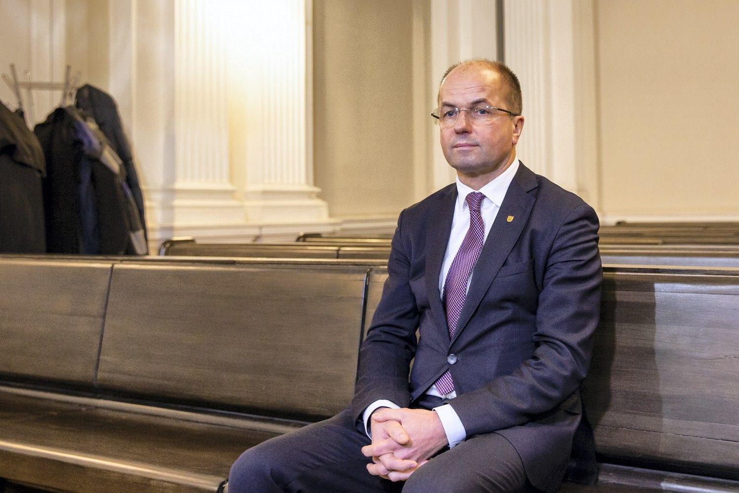 Apie ryšį su R. Kurlianskiu teisme pasakojęs LSMU rektorius: kalbuosi su visais