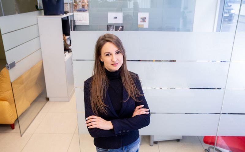 """Nora Zikaitė, UAB """"Slapto pirkėjo tyrimai"""" projektų vadovė: """"Papildomi pardavimai, kai klientui pristatomos prekės ir paslaugos, dėl kurių jis nesikreipė, vis dar lieka silpniausia bankų klientų aptarnavimo grandis."""" Juditos Grigelytės (VŽ) nuotr."""