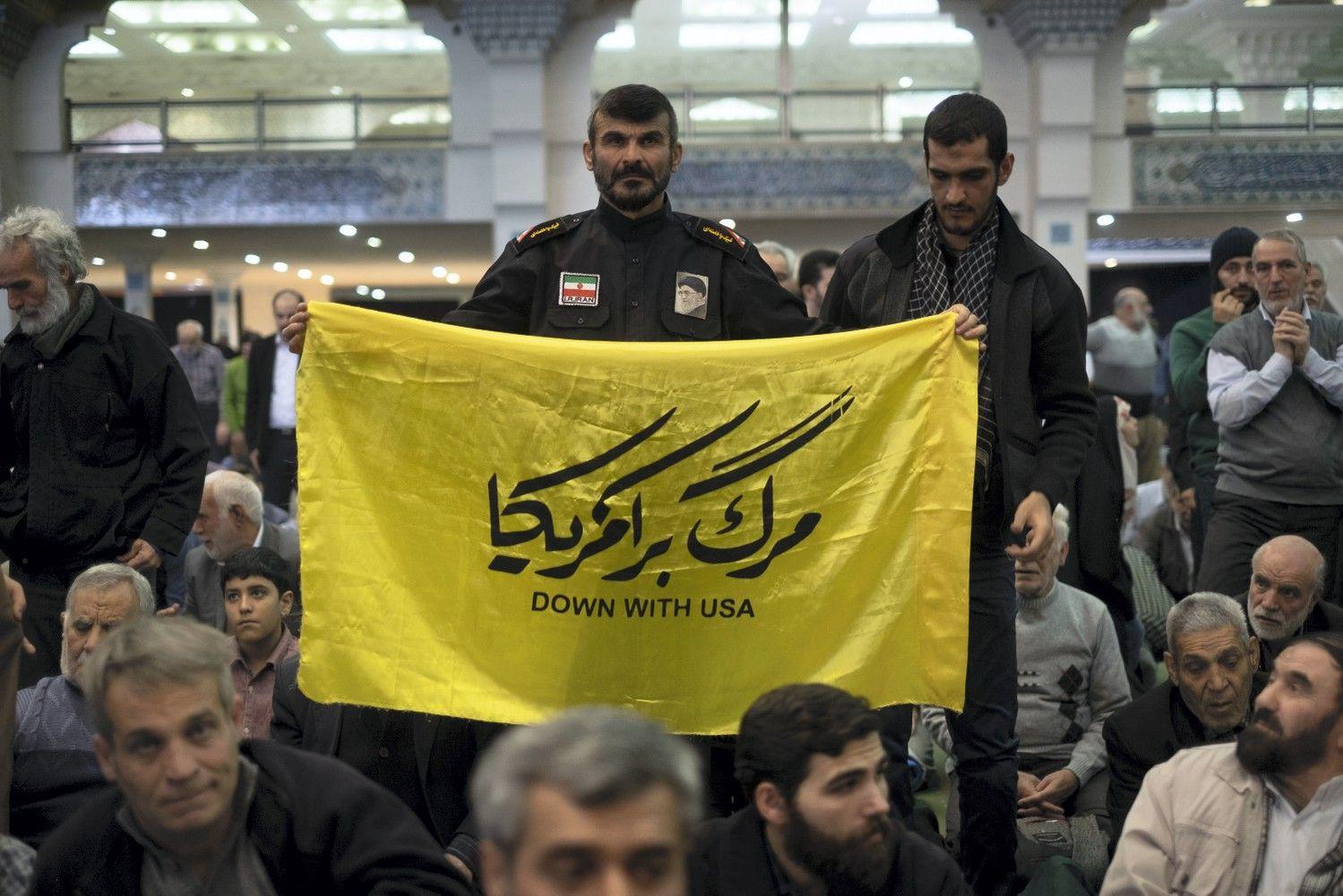 Iranas skelbia sėkmingai išbandęs naujo tipo sparnuotąją raketą