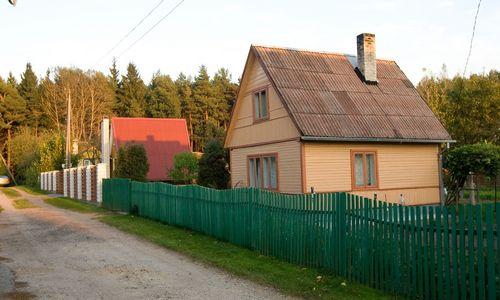Sodo name įsikūrusiems žmonėms nepavyko įrodyti, kad dėl namo trūkumų kalti pardavėjai