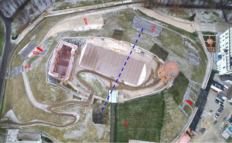 Požeminio vandens iškrovos vietos – šaltiniai – nurodyti raudonomis rodyklėmis. Lietuvos nacionalinio muziejaus nuotr.