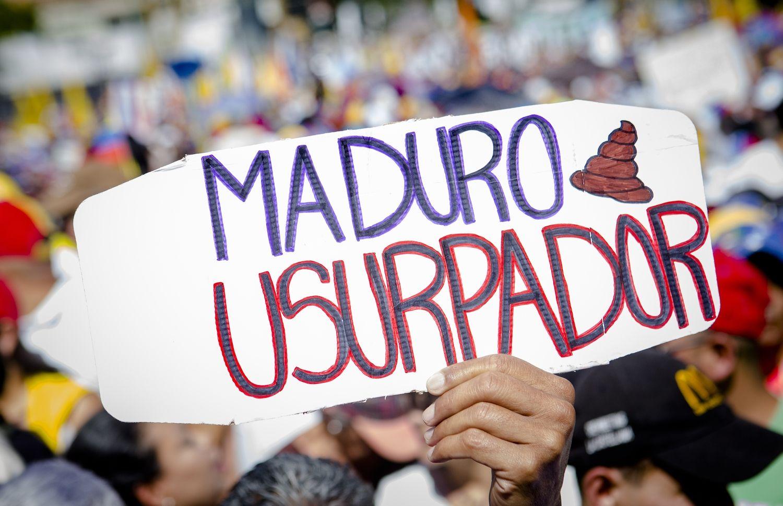Vakarai didina spaudimą Maduro