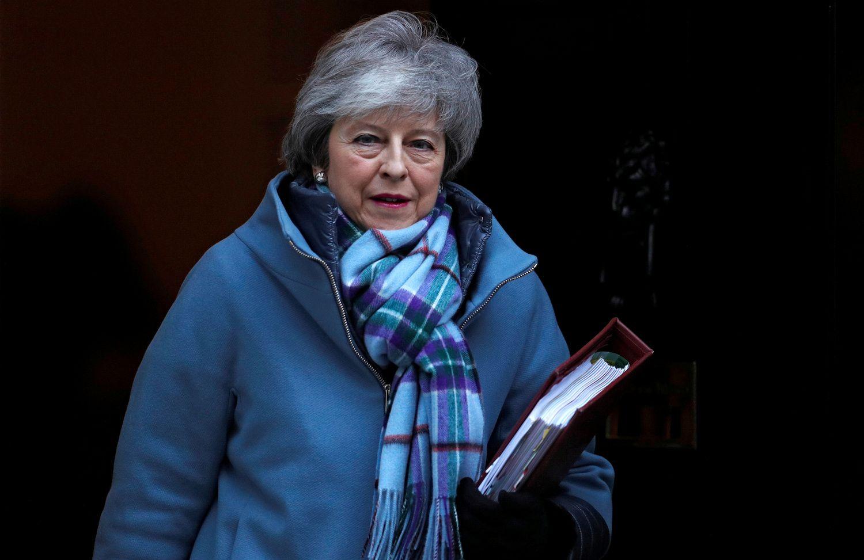 """T. May """"pasiryžusi"""" susitarti dėl """"Brexit"""" laiku"""