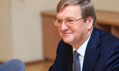 """Leidimo vežti krovinių per Lietuvą negaunanti """"LGC Cargo"""" žada skųstis EK"""