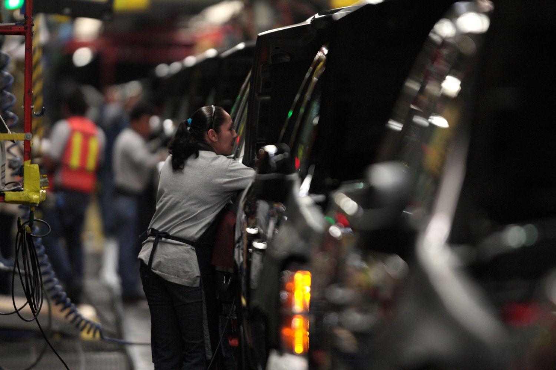 """""""General Motors"""" artimiausiu metu atleis bent 4.000 darbuotojų"""