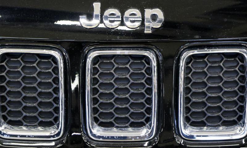 """Pernai """"Jeep"""" markės importuotoją perkėlus į Lietuvą, ji tapo viena iš dažniausiai reeksportuojamų. Vladimiro Ivanovo (VŽ) nuotr."""