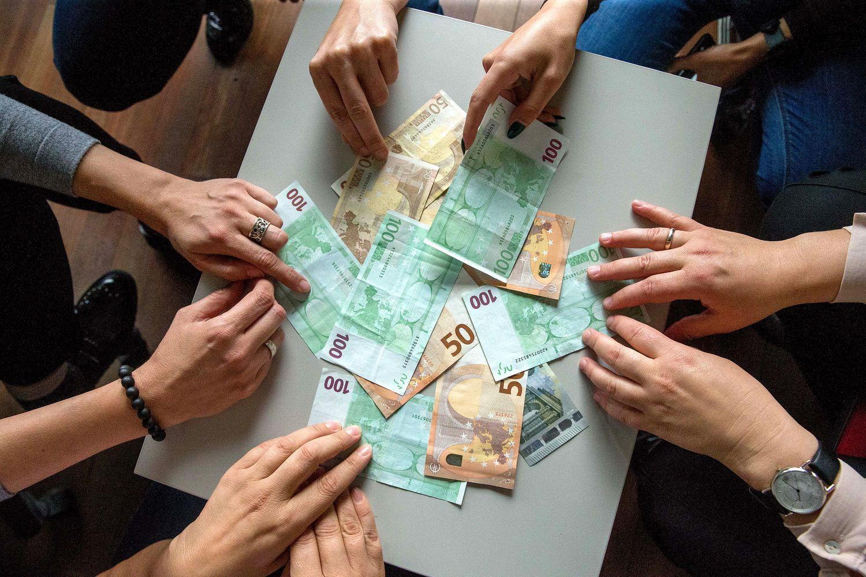 Derybos dėl algos: kaip nepermokėti darbuotojui