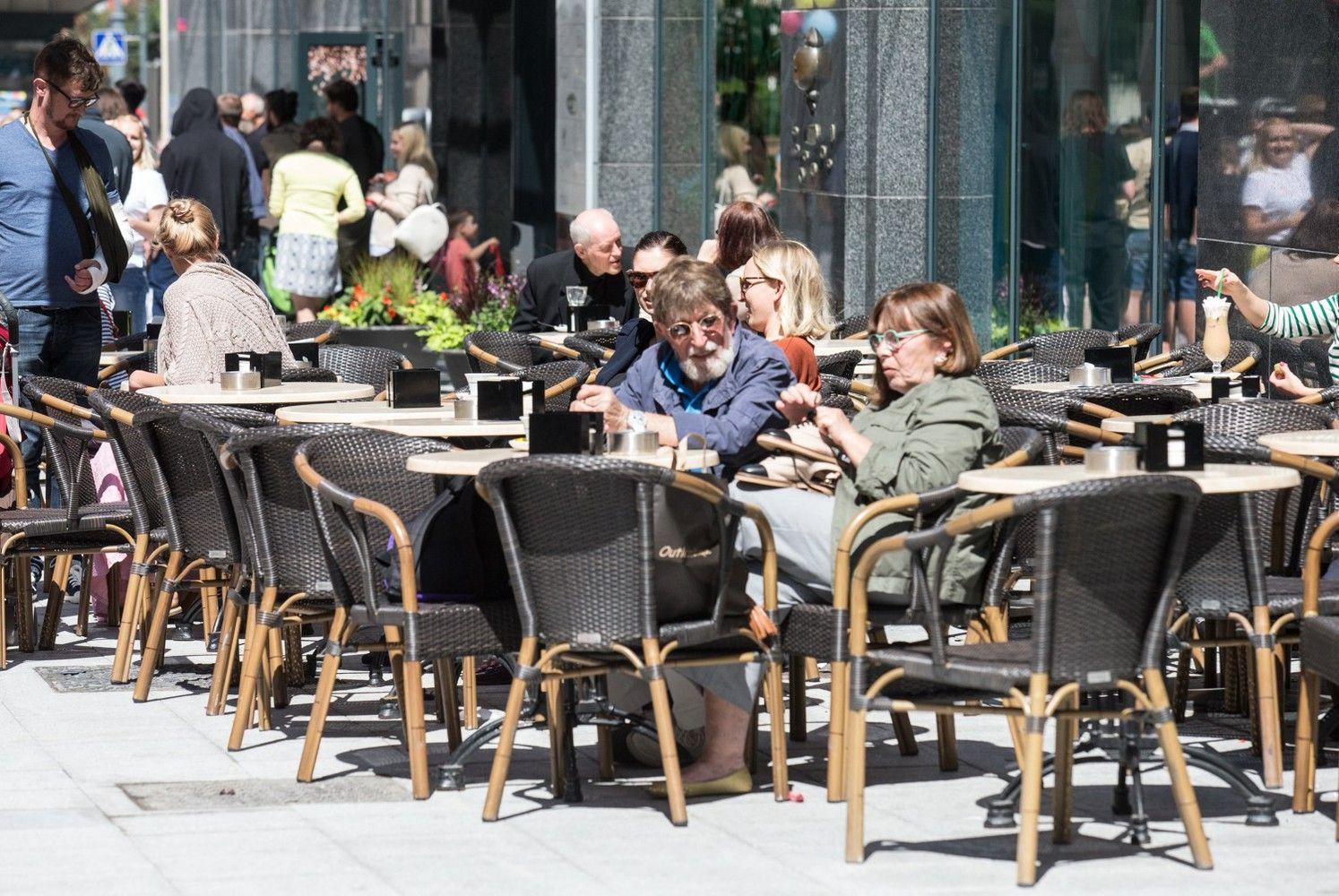 Vilniaus miesto savivaldybė skelbia konkursą lauko kavinėms įrengti