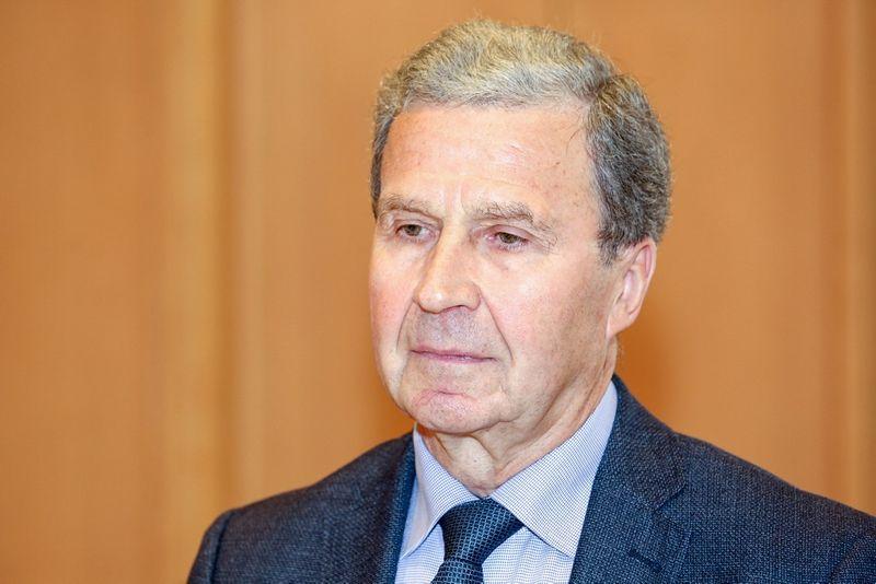 """Mykolo Romerio universiteto profesorius Vytautas Sinkevičius: """"Negali būti taip, kad ilgą laiką Vyriausybė veikia nepilnos sudėties, nes tai taptų pavojingu konstituciniu precedentu."""" Vidmanto Balkūno (""""15min.lt"""" / """"Scanpix"""") nuotr."""