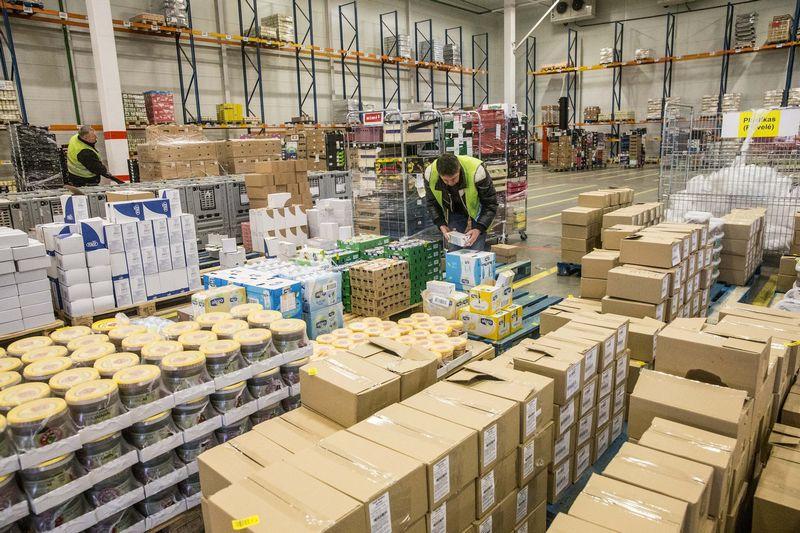 Plečiantis elektroninės prekybos apimčiai ir tokios prekybos tiekimo grandinėms, pakuočių reikšmė tik didės. Juditos Grigelytės (VŽ) nuotr.