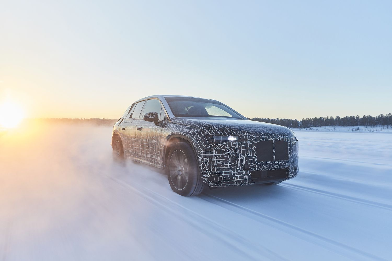 BMW bando naujos kartos elektrinį krosoverį