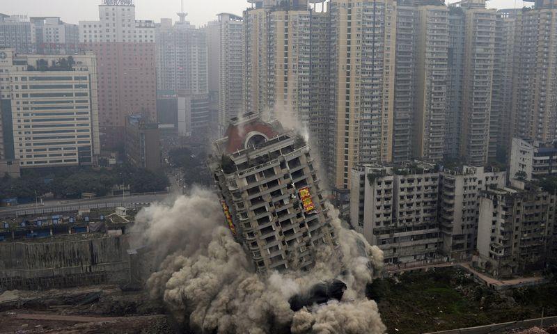 """Kinijos valdžia negali tiesiog susprogdinti nekilnojamojo turto burbulo, nes statybos vis dar yra svarbiausias ekonomikos sektorius. """"Reuters"""" nuotr."""
