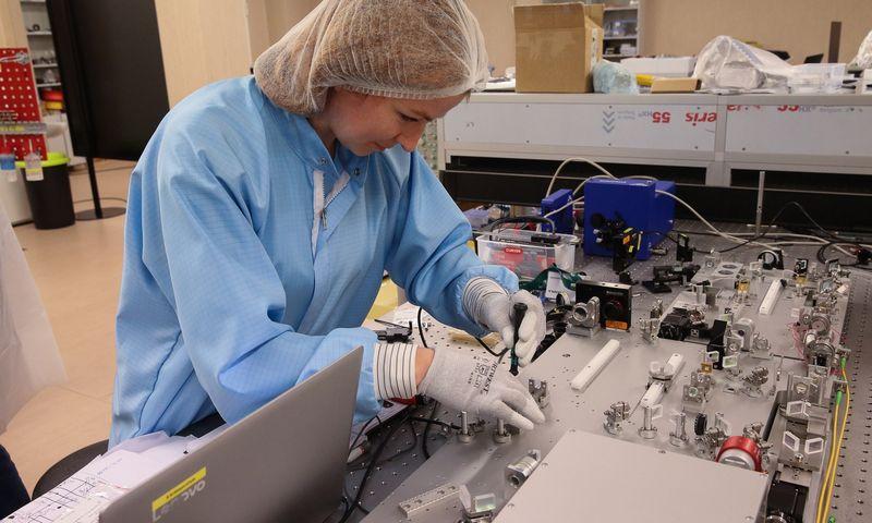 Moterų yra ir lazerių sektoriuje. Vladimiro Ivanovo (VŽ) nuotr.