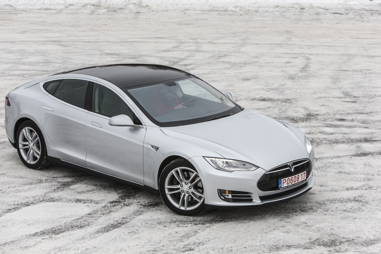 Tyrimas: šaltis elektromobilių įveikiamą kelią gali sutrumpinti beveik perpus