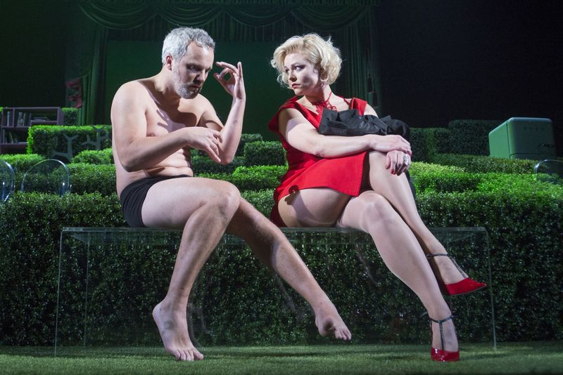 "Scena iš Oskaro Koršunovo teatro spektaklio Tartiufas"". Dmitrijaus Matvejevo nuotr."