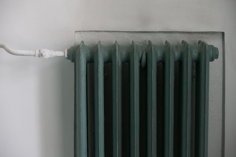 Sostinės gyventojams atnaujintas šilumos tiekimas, nutrūkęs pažeidus trasą