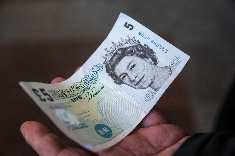 Bankai vėl atsigręžė į gaunančius pajamas užsienio valiuta