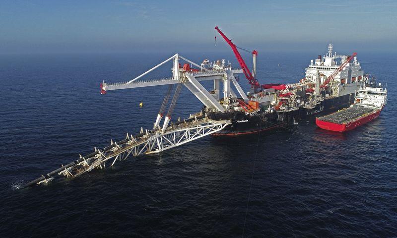 """Baltijos jūros dugnu tiesiamas dujotiekis """"Nord Stream 2"""". Berndo Wuestnecko (AP / """"Scanpix"""") nuotr."""