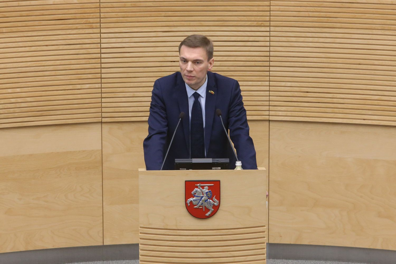"""Iš """"valstiečių"""" frakcijos pašalintas M. Puidokas prarado postus Seime"""