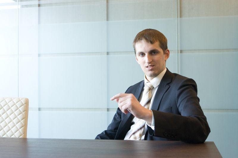 """Investuotojų asociacijos valdybos narys ir advokatų kontoros """"Vanhara Law Firm"""" advokatas Dominykas Vanhara. Juditos Grigelytės (VŽ) nuotr."""
