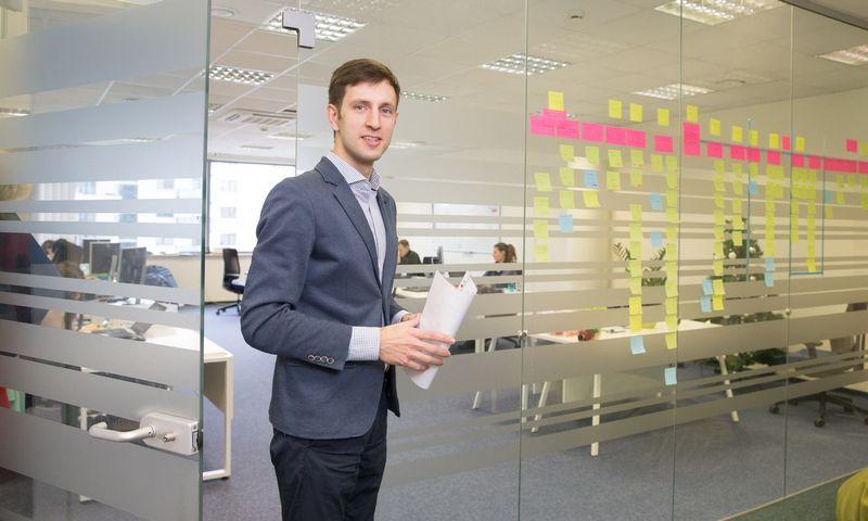 """Justas Šaltinis (nuotraukoje), UAB """"Debifo"""" direktorius ir vienas iš steigėjų, kartu su Donatu Juodeliu ir kitais partneriais neseniai įkūrė verslo finansavimo platformą """"Debitum Network"""", kuri per pirminį kriptovaliutų siūlymą (ICO) pritraukė 18 mln. USD. Juditos Grigelytės (VŽ) nuotr."""