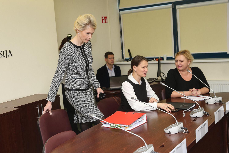 VRK panaikino dar trijų kandidatų į savivaldybių tarybas neliečiamybę
