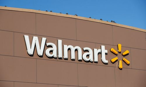 """Walmart"" pardavimai internetu išaugo 43%"