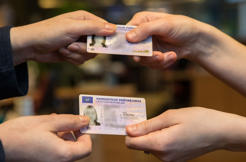 """""""Regitra"""" paaiškina apie JK išduotų vairuotojo pažymėjimų keitimą"""