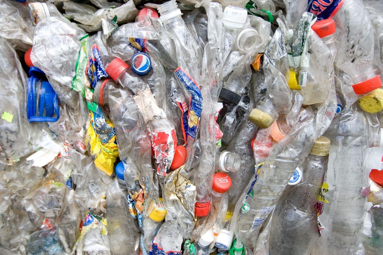 Kova su plastiku naftos paklausą paveiks labiau, nei manoma